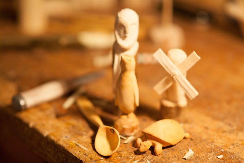 Kleine Schnitzfiguren aus Holz